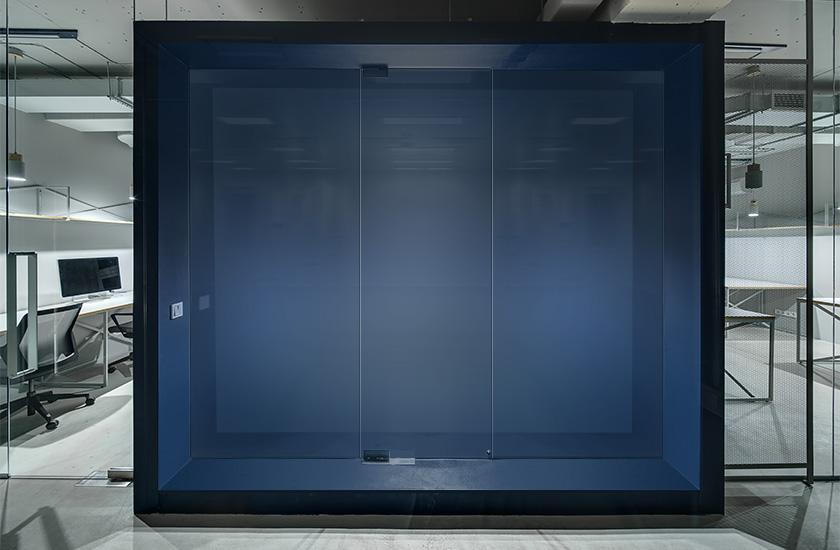 Умное стекло (smart glass) включено